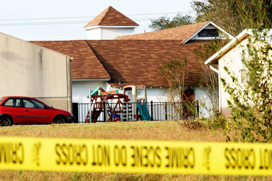 Parquinho é visto próximo à Primeira Igreja Batista de Sutherland Springs, no estado americano do Texas, onde atirador matou 26 pessoas e feriu outras 20 - 06/11/2017