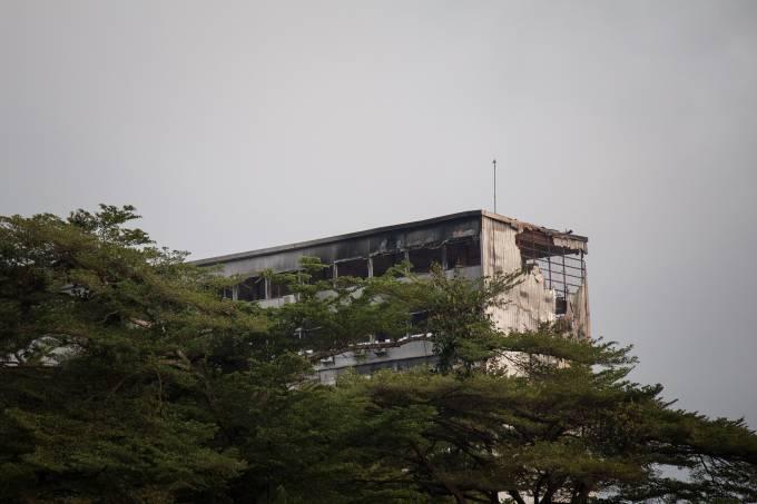 Incêndio no Parlamento camaronês