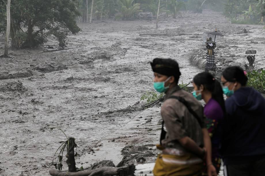 Vulcão do monte Agung continua em erupção em Bali, na Indonésia - 28/11/2017