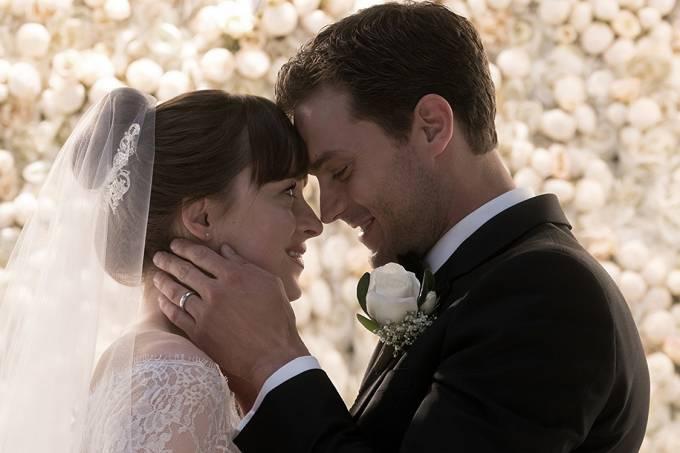 Anastasia (Dakota Johnson) e Christian Grey (Jamie Dornan) em  'Cinquenta Tons de Liberdade'