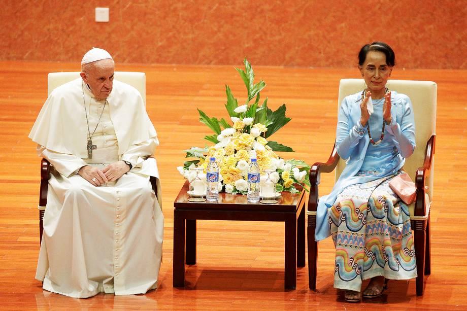 O Papa Francisco se reúne com a líder de Mianmar, Aung San Suu Kyi, na capital Naypyidaw, durante sua visita oficial ao país - 28/11/2017