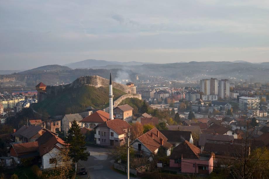 Vista aérea da cidade de Doboj, localizada ao norte da República Srpska.