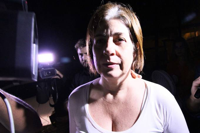 Rosinha Garotinho deixa a penitenciária de Benfica