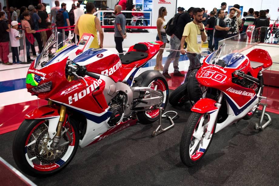 Honda CBR 1000RR do piloto Eric Granado ao lado da CG 160 Tita usada na Honda Junior Cup