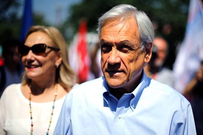 O candidato à Presidência do Chile, Sebastián Piñera, ao lao de sua esposa, Cecilia, durante campanha, em Santiago – 14/11/2017