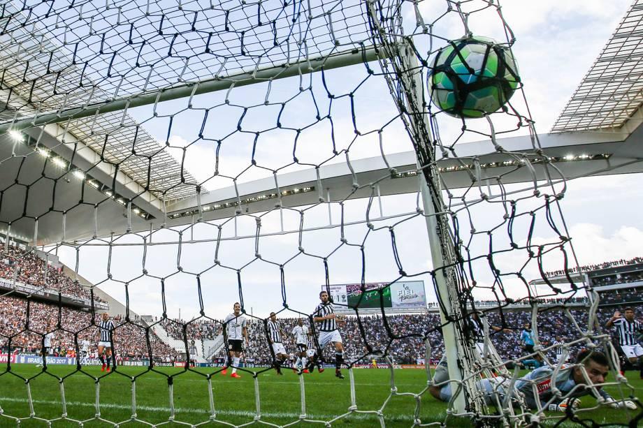 Jadson marca gol durante partida entre Corinthians e Atlético-MG, realizada na Arena Corinthians, zona leste da capital paulista - 26/11/2017