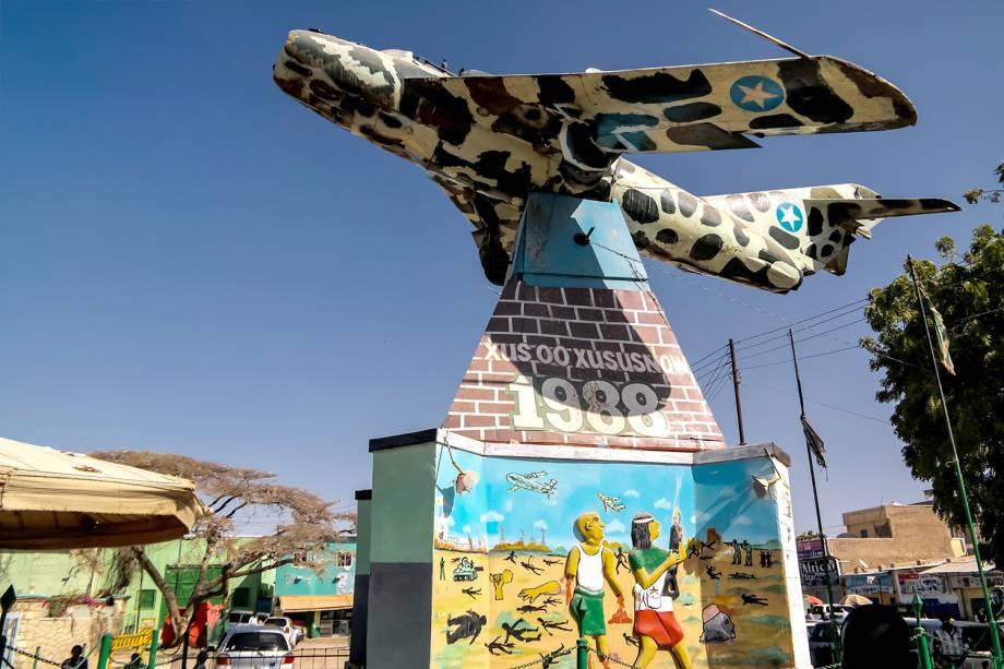 Monumento no centro de Hargeisa, Somalilândia.