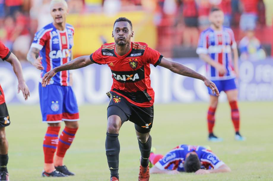 O jogador Marquinhos abre o placar para o Sport na partida contra o Bahia, válida pela 36ª rodada do Campeonato Brasileiro, no estádio da Ilha do Retiro - 19/11/2017