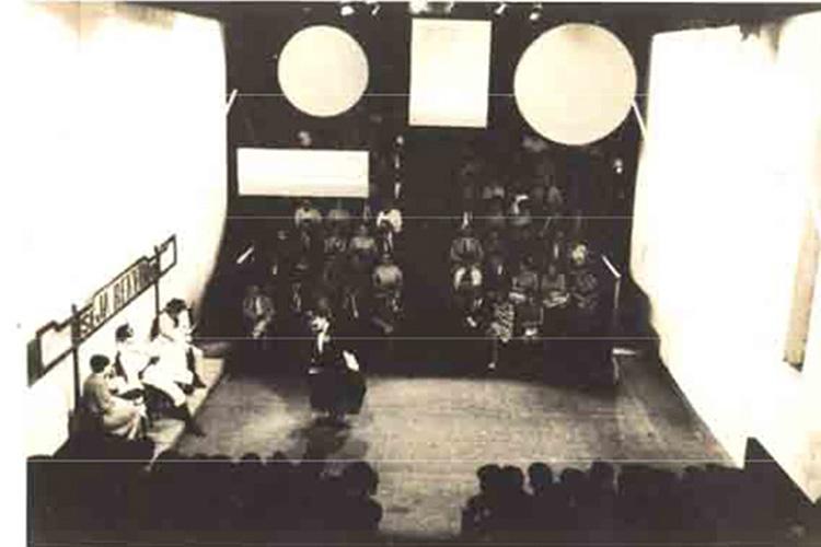 O primeiro prédio do Teatro Oficina, em foto do espetáculo 'Andorra', de Max Frisch, de 1964