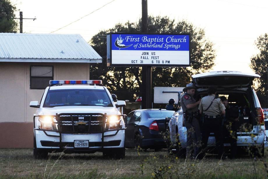 Um tiroteio na igreja Batista da cidade de Sutherland Springs, a 45 km da cidade de San Antonio no Texas, deixou no mínimo 27 mortos e diversos feridos na manhã deste domingo, de acordo com a BBC - 05/11/2017