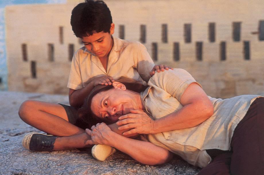 Vinicius de Oliveira e Fernanda Montenegro no filme 'Central do Brasil', de Walter Salles, de 1998