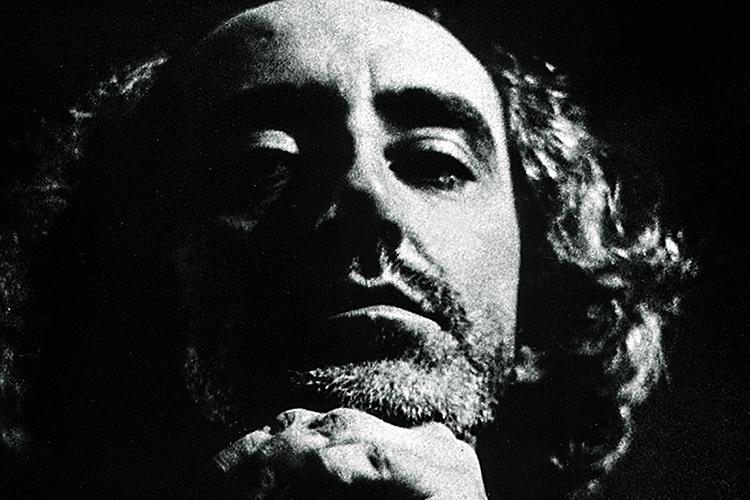 """Zé Celso Martinez Corrêa na peça """"As Três Irmãs""""."""