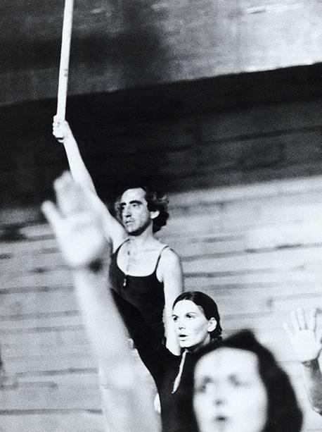 """Zé Celso Martinez  Corrêa na peça """"Gracias Señor"""" - 01/01/1972"""