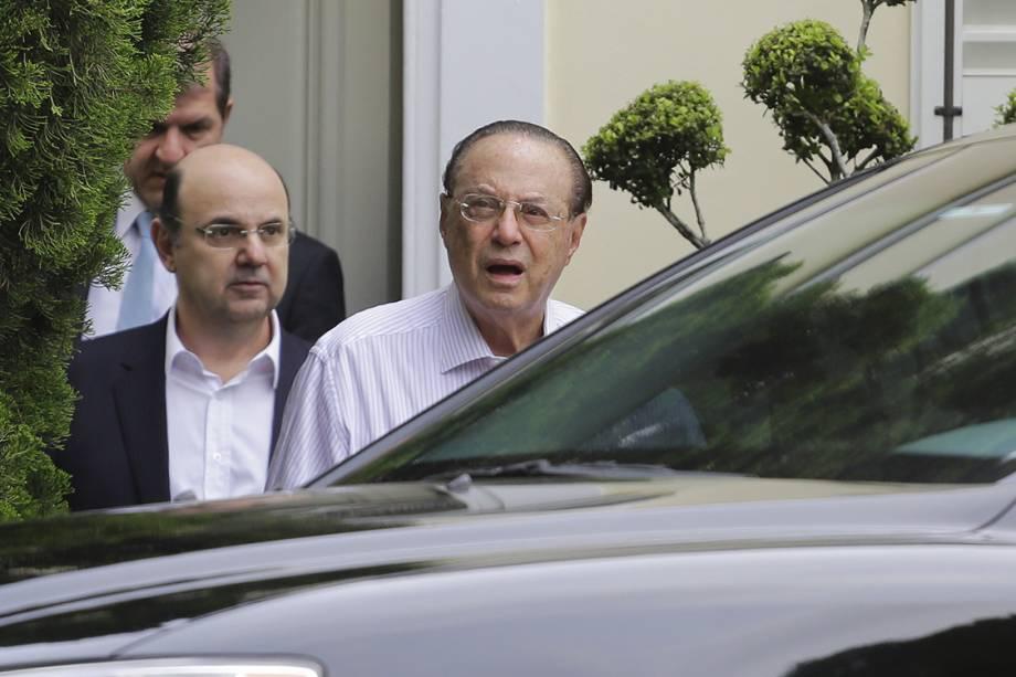Deputado Paulo Maluf (PP-SP) deixa sua casa no Jardim Europa e segue para a sede da Polícia Federal, em São Paulo