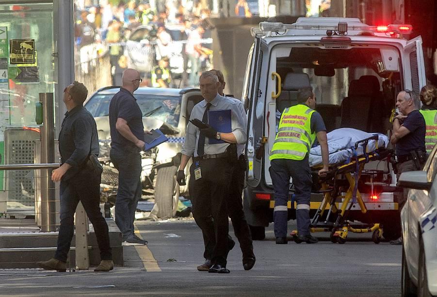 Atropelamento deixa ao menos 14 feridos em uma movimentada rua de Melbourne, na Austrália - 21/12/2017