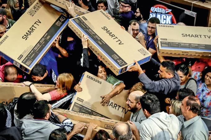 alívio no bolsoOs descontos da Black Friday atraíram os consumidores: aos poucos, o sufoco diminui