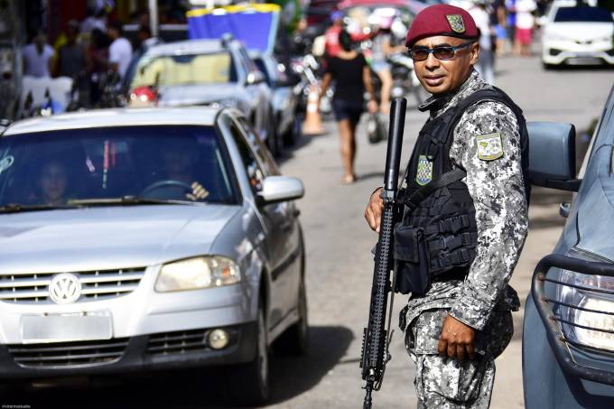 Policiais da Força Nacional realizam patrulhamento em Natal