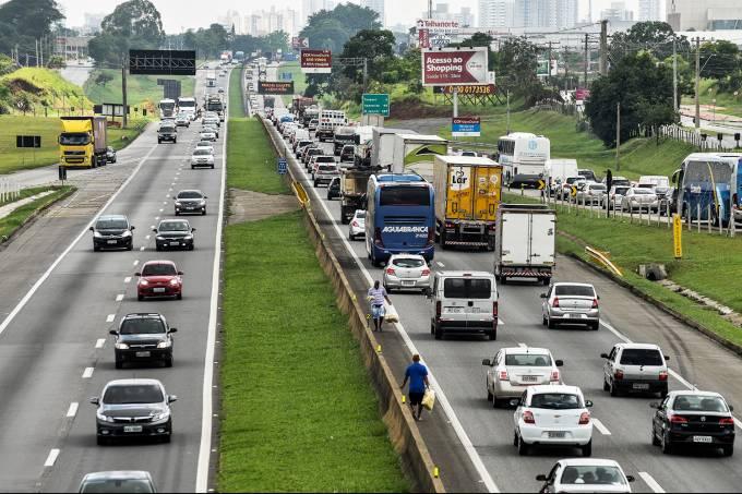 Movimentação nas estradas para o Ano Novo