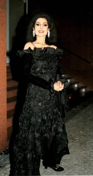 Carmen Mayrink Veiga, usando vestido Yves Saint-Laurent no jantar oferecido pelo casal de empresários Milu e Armando Camarão - 01/01/2001