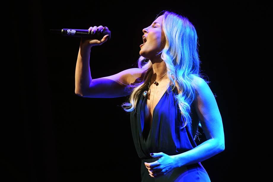 A cantora Claudia Leitte se apresentou durante o Prêmio Veja-se. A festa aconteceu no Teatro Santander, em São Paulo.