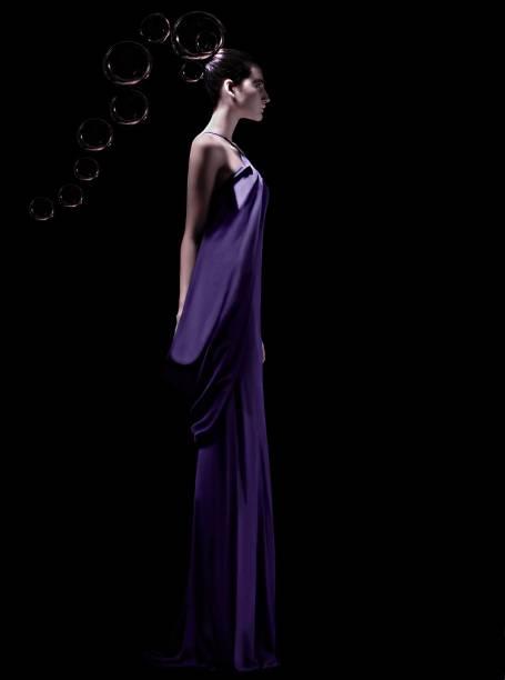 A modelo Eduarda Jardim,, com vestido criado pelo estilista brasileiro Ocimar Versolato