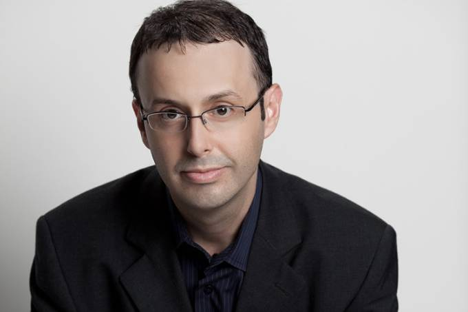 O escritor Leonardo Brasiliense