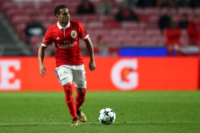 O lateral Douglas do Benfica