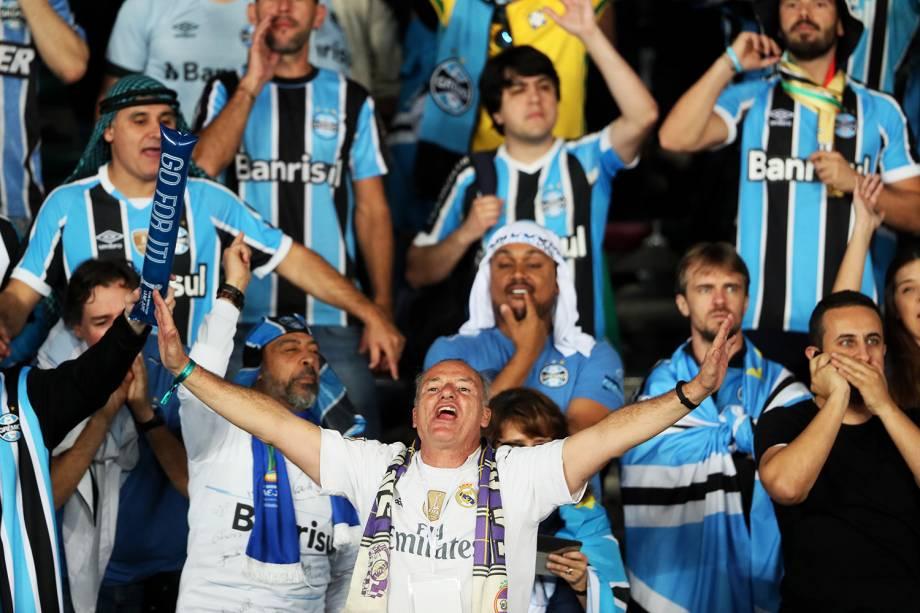 Torcedores do Grêmio e do Real Madrid antes da partida entre Grêmio e Real Madrid, válida pela final do Mundial de Clubes da FIFA, realizada no estádio Xeique Zayed, em Abu Dhabi - 16/12/2017