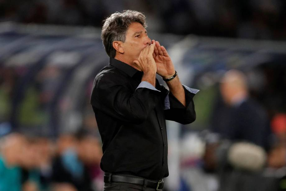 O técnico do Grêmio,  Renato Portaluppi, durante partida contra o Real Madrid, válida pela final do Mundial de Clubes da FIFA, realizada no Estádio Xeique Zayed, em Abu Dhabi - 16/12/2017