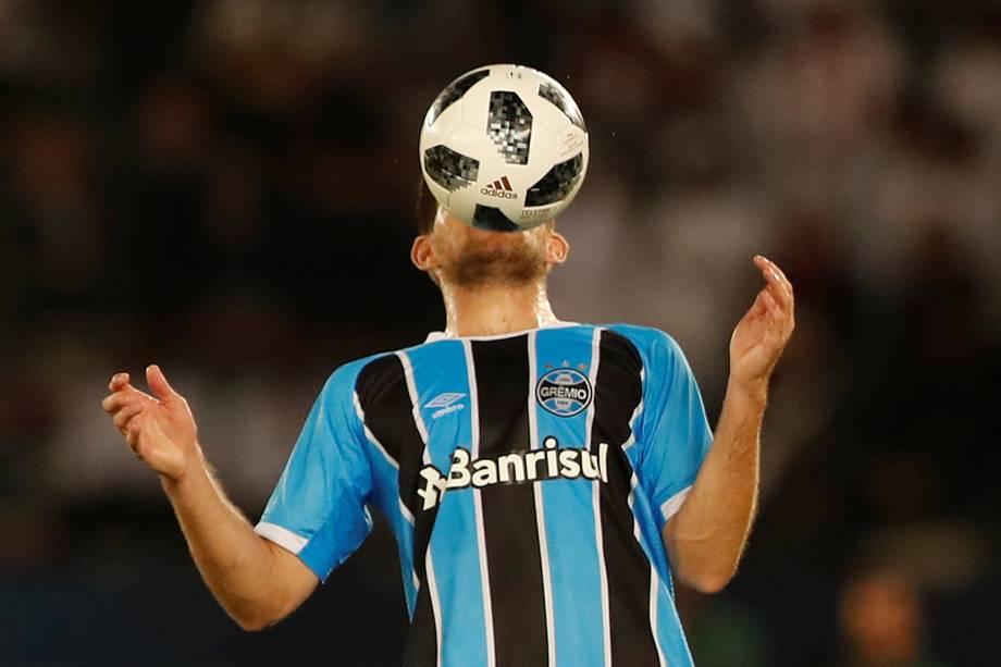 O jogador do Grêmio, Walter Kannemann, durante partida contra o Real Madrid, válida pela final do Mundial de Clubes da FIFA, realizada no Estádio Xeique Zayed, em Abu Dhabi - 16/12/2017