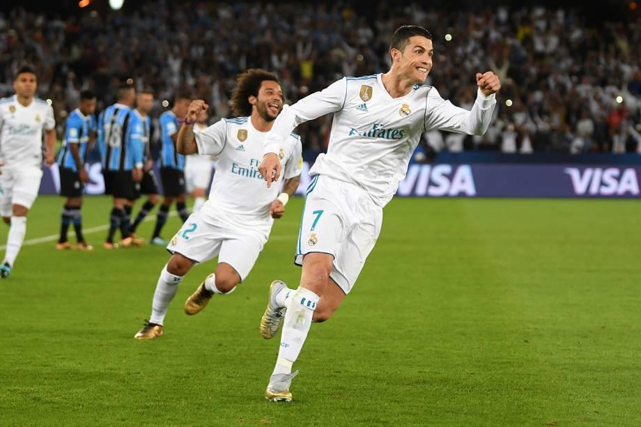 Cristiano Ronaldo comemora após marcar gol de falta durante partida contra o Grêmio, válida pela final do Mundial de Clubes da FIFA, realizada no Estádio Xeique Zayed, em Abu Dhabi - 16/12/2017