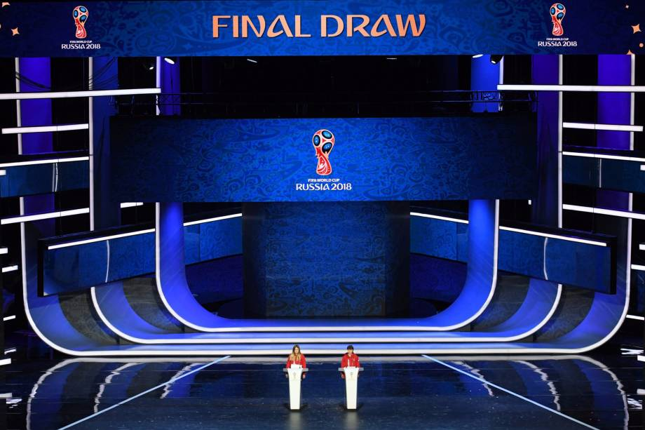 Últimos preparativos antes do início do sorteio dos grupos da Copa do Mundo da Rússia