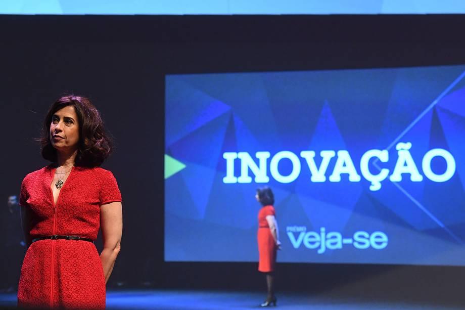 A atriz Fernanda Torres foi a mestre de cerimônias da edição de estreia do Prêmio Veja-se