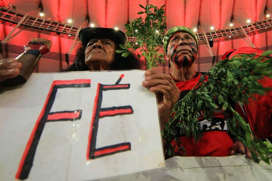 Torcedores do Flamengo chegam para a final da Copa Sul-Americana contra o Independiente, no Maracanã