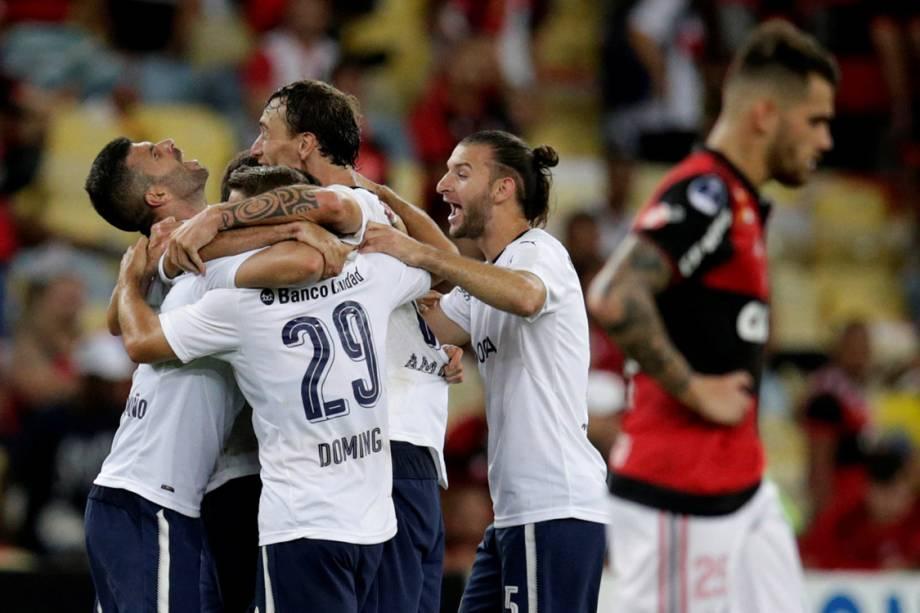 Jogadores do Independiente comemoram o título da Copa Sul-Americana, após empate com Flamengo no Maracanã