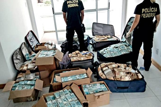 Bunker – A Lava-Jato continuou produzindo cenas impressionantes em 2017: a Polícia Federal apreendeu 51 milhões de reais escondidos em um apartamento usado pelo ex-ministro Geddel Vieira Lima, que está preso em Brasília