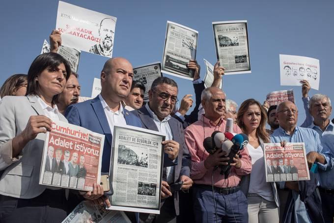 Protesto contra jornalistas presos na Turquia