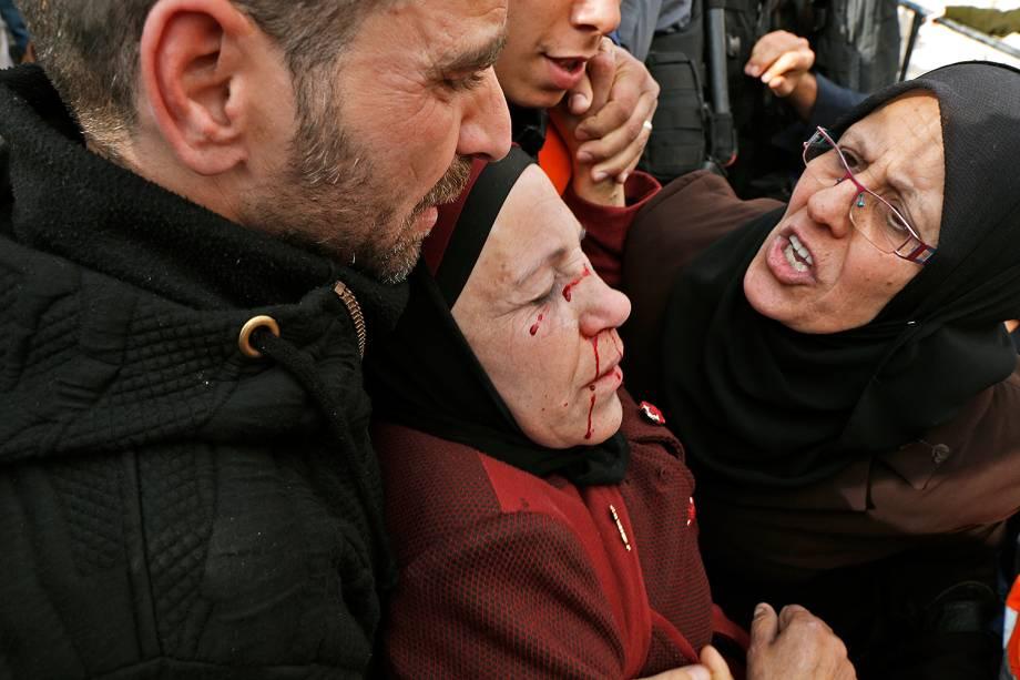 Manifestantes palestinos protestam contra a decisão do presidente Donald Trump de mover a embaixada americana em Israel de Tel-Aviv para Jerusalém - 15/12/2017