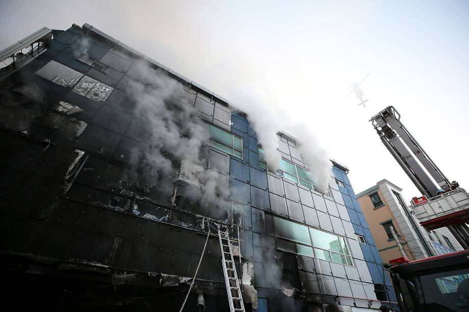 Um incêndio em um centro esportivo na Coreia do Sul matou 29 pessoas e deixou muitos outros feridos. O local, que fica na cidade de Jecheon, abriga uma academia, uma sauna públicas e um restaurante - 21/12/2017