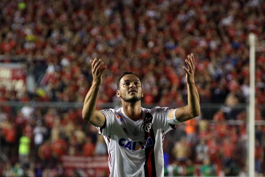 Rever, do Flamengo, comemora gol contra o Independiente, no primeiro jogo da final da Copa Sul-Americana, em Bueno Aires