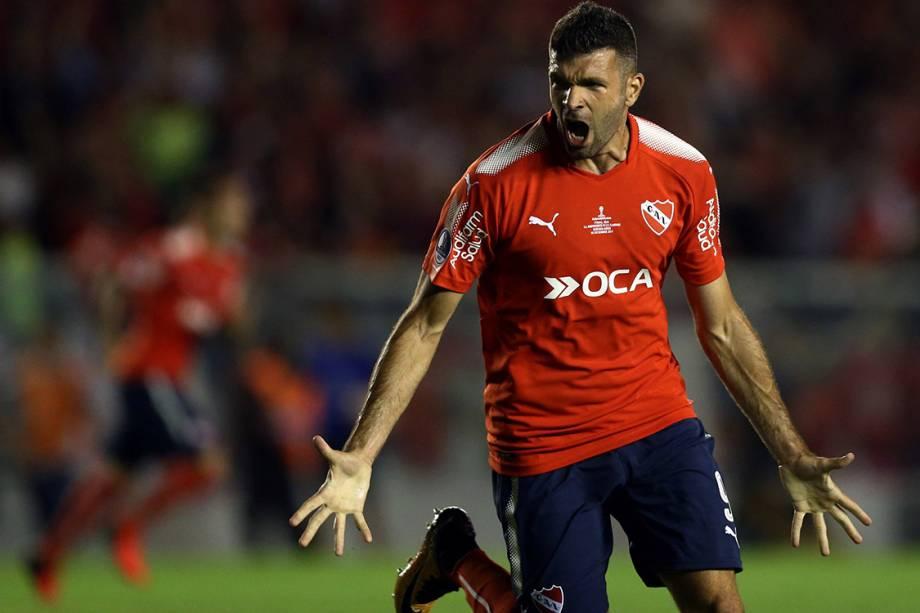Emmanuel Gigliotti, do Independiente, comemora gol contra o Flamengo, no primeiro jogo da final da Copa Sul-Americana, em Bueno Aires