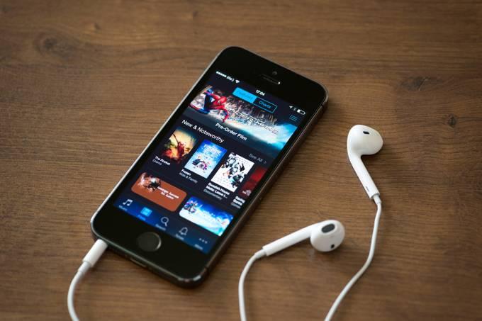 Aplicativo do iTunes em um iPhone 5S