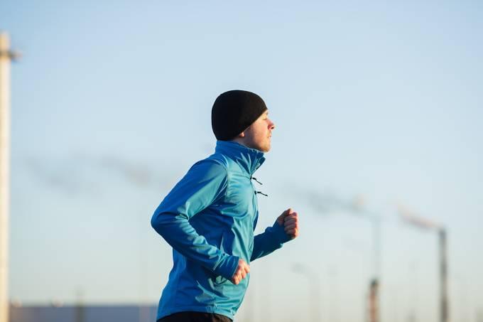 Pessoa jovem se exercitando