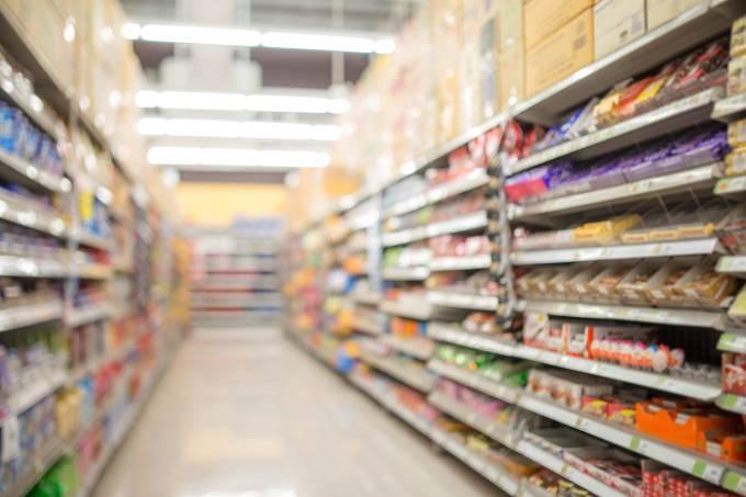Base da prateleira no supermercado