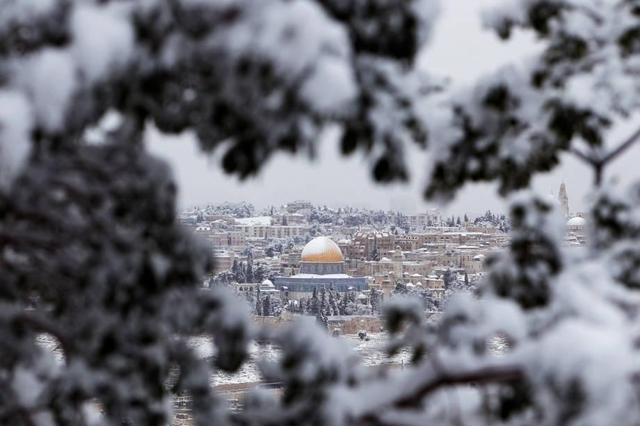 Neve cobre o Domo da Rocha, em Jerusalém