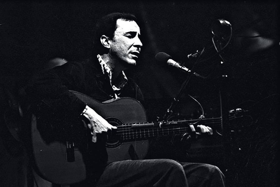 João Gilberto nos anos 50: seu estilo absolutamente singular definiu a bossa nova e mudou toda a MPB