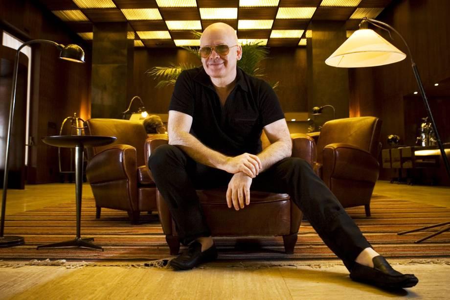 O estilista Ocimar Versolato, fotografado no hall do Hotel Fasano, em São Paulo (SP) - 11/02/2009