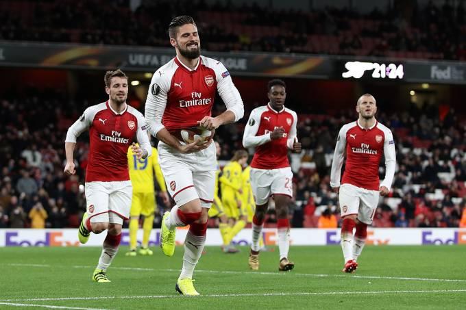 Giroud, do Arsenal, comemora após marcar gol contra o BATE Borisov, em Londres