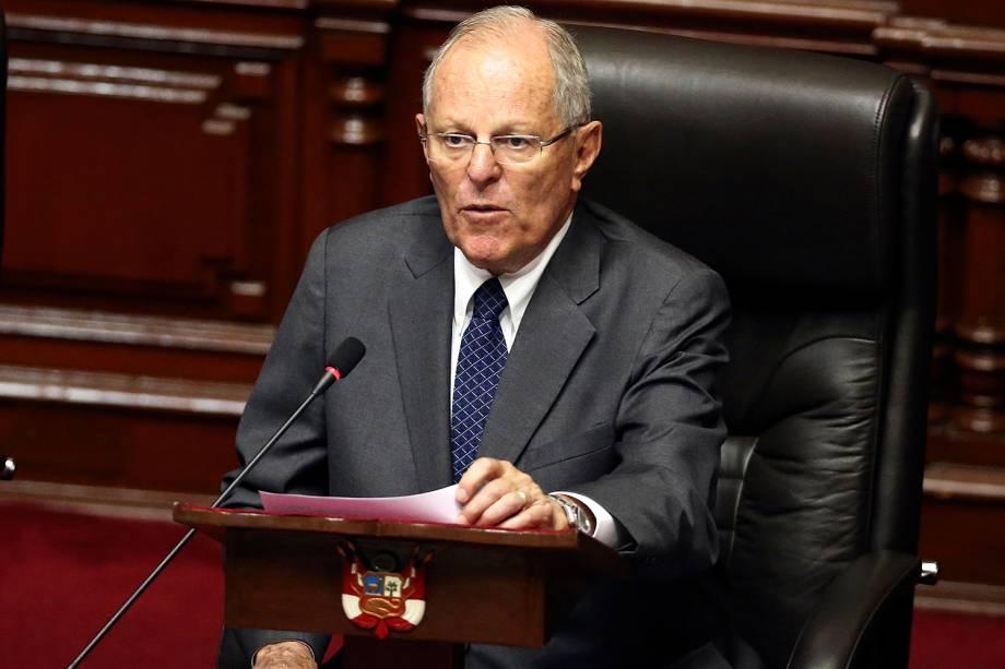 Presidente do Peru, Pedro Pablo Kuczynski, apresenta sua defesa ao lado do presidente do Congresso, Luis Galarreta, em Lima  - 21/12/2017