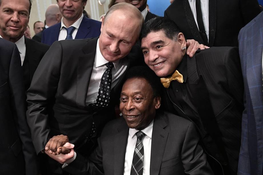 O presidente da Rússia, Vladimir Putin, Maradona e Pelé antes do sorteio dos grupos da Copa do Mundo da Rússia no Kremlin em Moscou - 01/12/2017